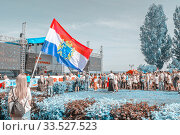 Russia, Samara, August 2018: beautiful young people holding the flags of the Samara region on the Volga River Embankment for a holiday of physical education. Редакционное фото, фотограф Акиньшин Владимир / Фотобанк Лори