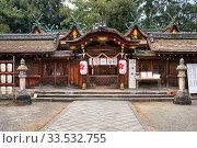 The main sanctuary hall of Hirano Shrine. Kyoto. Japan (2019 год). Редакционное фото, фотограф Serg Zastavkin / Фотобанк Лори