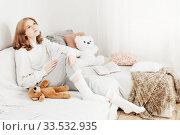 Купить «teenager girl with teddy bear on sofa at home», фото № 33532935, снято 9 января 2020 г. (c) Майя Крученкова / Фотобанк Лори