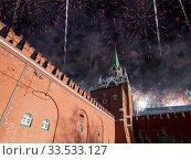 Купить «Troitskaya (Trinity) Tower and fireworks in honor of Victory Day celebration (WWII), Moscow Kremlin, Russia», фото № 33533127, снято 9 мая 2019 г. (c) Владимир Журавлев / Фотобанк Лори