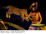 Купить «Цирковое представление выступление Клеопатры в Большом Московском цирке на проспекте Вернадского.», эксклюзивное фото № 33533671, снято 18 апреля 2010 г. (c) Андрей Дегтярёв / Фотобанк Лори