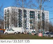 Девятиэтажный двухподъездный блочный жилой дом серии II-18-02/09, построен в 1967 году. Открытое шоссе, 21, корпус 13. Район Метрогородок. Город Москва. Редакционное фото, фотограф lana1501 / Фотобанк Лори