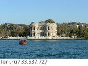 Дворец Кючюксу на берегу пролива Босфор в азиатской части Стамбула. Редакционное фото, фотограф Free Wind / Фотобанк Лори