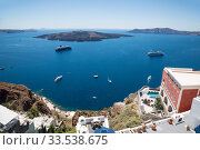 View from the city of Fira on the caldera with tourist ships, cruise liners. Santorini, Greece (2017 год). Стоковое фото, фотограф Наталья Волкова / Фотобанк Лори