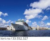Купить «Cruise Ship at the Sierra Maestra Terminal, Port of Havana, La Habana Province, Cuba.», фото № 33552327, снято 28 марта 2019 г. (c) age Fotostock / Фотобанк Лори