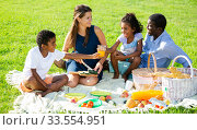 Купить «Family enjoying picnic», фото № 33554951, снято 2 июля 2020 г. (c) Яков Филимонов / Фотобанк Лори