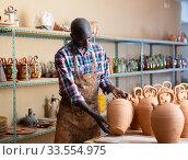 Male ceramist working in pottery workshop. Стоковое фото, фотограф Яков Филимонов / Фотобанк Лори