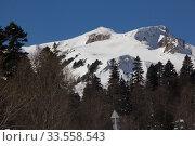 Купить «Beautiful mountains covered with snow. Sunny day and blue sky on a frosty day», фото № 33558543, снято 5 марта 2019 г. (c) Олег Хархан / Фотобанк Лори
