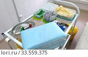 Медицинский столик для забора крови с пробирками и перчатками. Стоковое фото, фотограф Мила Демидова / Фотобанк Лори