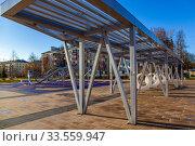 Купить «Закрытая детская спортивная площадка во время эпидемии коронавируса, Россия, Королев», фото № 33559947, снято 15 апреля 2020 г. (c) chaoss / Фотобанк Лори