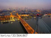 Купить «Swietokrzyski bridge over the Vistula river at night. Warsaw, Poland», фото № 33564867, снято 10 марта 2020 г. (c) Яков Филимонов / Фотобанк Лори
