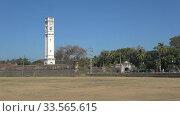 Купить «Часовая башня на территории старинного голландского форта солнечным днем. Матара, Шри-Ланка», видеоролик № 33565615, снято 17 февраля 2020 г. (c) Виктор Карасев / Фотобанк Лори