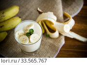 tasty homemade yogurt with bananas in a glass on a wooden table. Стоковое фото, фотограф Peredniankina / Фотобанк Лори