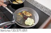 Купить «Image of process frying zucchini pancakes in frying pan in kitchen», видеоролик № 33571051, снято 29 февраля 2020 г. (c) Яков Филимонов / Фотобанк Лори