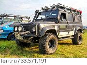 Купить «Land Rover Defender», фото № 33571191, снято 6 июля 2012 г. (c) Art Konovalov / Фотобанк Лори