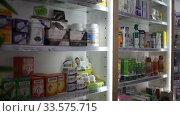 Image of various medicines arranged in shelves at pharmacy (2020 год). Редакционное видео, видеограф Яков Филимонов / Фотобанк Лори