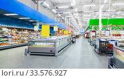 Interior view of a large food supermarket with shop windows and shelves. (2016 год). Редакционное фото, фотограф Андрей Зык / Фотобанк Лори