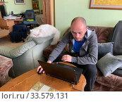 Удаленная работа программистом из дома во время карантина. Стоковое фото, фотограф Irina Opachevsky / Фотобанк Лори