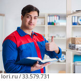 Купить «Man working in the postal warehouse», фото № 33579731, снято 23 марта 2017 г. (c) Elnur / Фотобанк Лори
