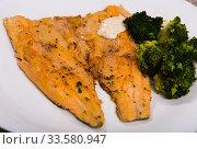 Купить «Tasty fried rainbow trout fillet with broccoli on plate», фото № 33580947, снято 4 июля 2020 г. (c) Яков Филимонов / Фотобанк Лори