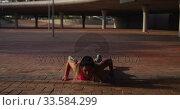 Купить «Caucasian woman doing push-ups under a bridge», видеоролик № 33584299, снято 9 апреля 2019 г. (c) Wavebreak Media / Фотобанк Лори