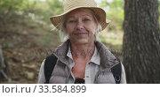 Купить «Active senior woman in the forest», видеоролик № 33584899, снято 15 апреля 2019 г. (c) Wavebreak Media / Фотобанк Лори