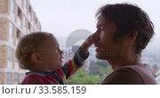 Купить «Caucasian man with baby at home», видеоролик № 33585159, снято 12 апреля 2019 г. (c) Wavebreak Media / Фотобанк Лори