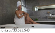 Caucasian woman preparing bath in hotel. Стоковое видео, агентство Wavebreak Media / Фотобанк Лори