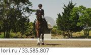 Caucasian woman riding her dressage horse. Стоковое видео, агентство Wavebreak Media / Фотобанк Лори