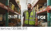 Купить «Worker walking between two shelves», видеоролик № 33586511, снято 28 сентября 2019 г. (c) Wavebreak Media / Фотобанк Лори