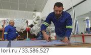 Купить «Worker cutting a tissue», видеоролик № 33586527, снято 28 сентября 2019 г. (c) Wavebreak Media / Фотобанк Лори