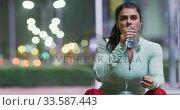 Купить «Young woman resting after running», видеоролик № 33587443, снято 26 июня 2019 г. (c) Wavebreak Media / Фотобанк Лори