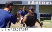 Baseball players running before the match. Стоковое видео, агентство Wavebreak Media / Фотобанк Лори