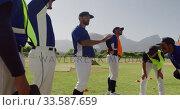 Baseball players training. Стоковое видео, агентство Wavebreak Media / Фотобанк Лори