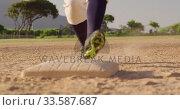 Купить «Baseball player running to a base during a match», видеоролик № 33587687, снято 25 ноября 2019 г. (c) Wavebreak Media / Фотобанк Лори