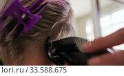 Купить «Close up view woman shaving her hair at the hairdresser», видеоролик № 33588675, снято 29 апреля 2019 г. (c) Wavebreak Media / Фотобанк Лори