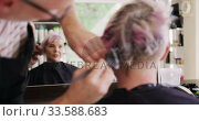 Купить «Rear view woman having her hair styled by a hairdresser», видеоролик № 33588683, снято 29 апреля 2019 г. (c) Wavebreak Media / Фотобанк Лори