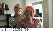 Купить «Front view hairdresser showing at woman her hair», видеоролик № 33588759, снято 29 апреля 2019 г. (c) Wavebreak Media / Фотобанк Лори