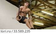 Front view of a shirtless athletic Caucasian man training at a gym. Стоковое видео, агентство Wavebreak Media / Фотобанк Лори