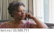 Senior mixed race woman looking away. Стоковое видео, агентство Wavebreak Media / Фотобанк Лори
