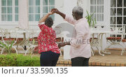 Купить «A senior african american couple spending time together dancing in the garden social distancing in q», видеоролик № 33590135, снято 12 ноября 2019 г. (c) Wavebreak Media / Фотобанк Лори