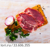 Raw pork chop on cutting board. Стоковое фото, фотограф Яков Филимонов / Фотобанк Лори