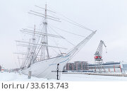 Vintage white sailing ship is moored in Turku in winter (2016 год). Стоковое фото, фотограф EugeneSergeev / Фотобанк Лори