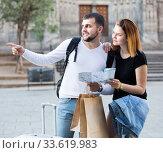 Young man and woman tourists with baggage. Стоковое фото, фотограф Яков Филимонов / Фотобанк Лори