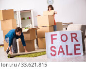 Купить «Young family offering house for sale and moving out», фото № 33621815, снято 21 сентября 2018 г. (c) Elnur / Фотобанк Лори