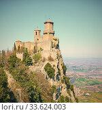 Купить «The first tower of San Marino», фото № 33624003, снято 28 февраля 2020 г. (c) Роман Сигаев / Фотобанк Лори