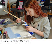 Купить «Middle School Girl Painting on Canvas in Art Class, Wellsville, New York.», фото № 33625483, снято 16 января 2020 г. (c) age Fotostock / Фотобанк Лори