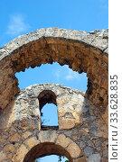 Купить «Разрушенная арка в замке Святого Иллариона, Северный Кипр», фото № 33628835, снято 27 сентября 2019 г. (c) Инна Грязнова / Фотобанк Лори