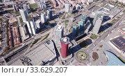 Aerial panoramic view of modern neighborhood of Gran Via with skyscrapers on Plaza de Europa and convention center of Fira de Barcelona (2019 год). Стоковое видео, видеограф Яков Филимонов / Фотобанк Лори
