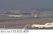 Купить «Singapore Airlines Airbus A380 departure from Hong Kong», видеоролик № 33633459, снято 10 ноября 2019 г. (c) Игорь Жоров / Фотобанк Лори